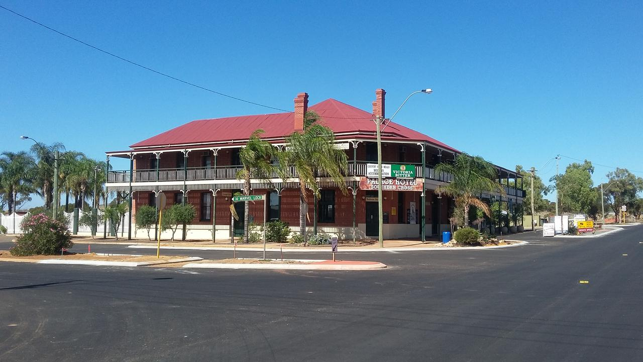 The Palace Hotel - Redcliffe Tourism