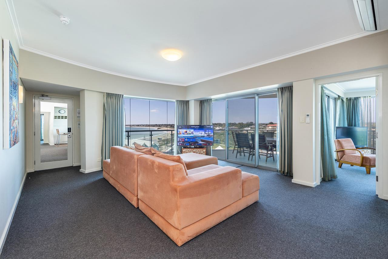 A 406 FANTASTIC OCEAN BEACH and MARINA VIEW APT AT SEASHELLS RESORT - Redcliffe Tourism