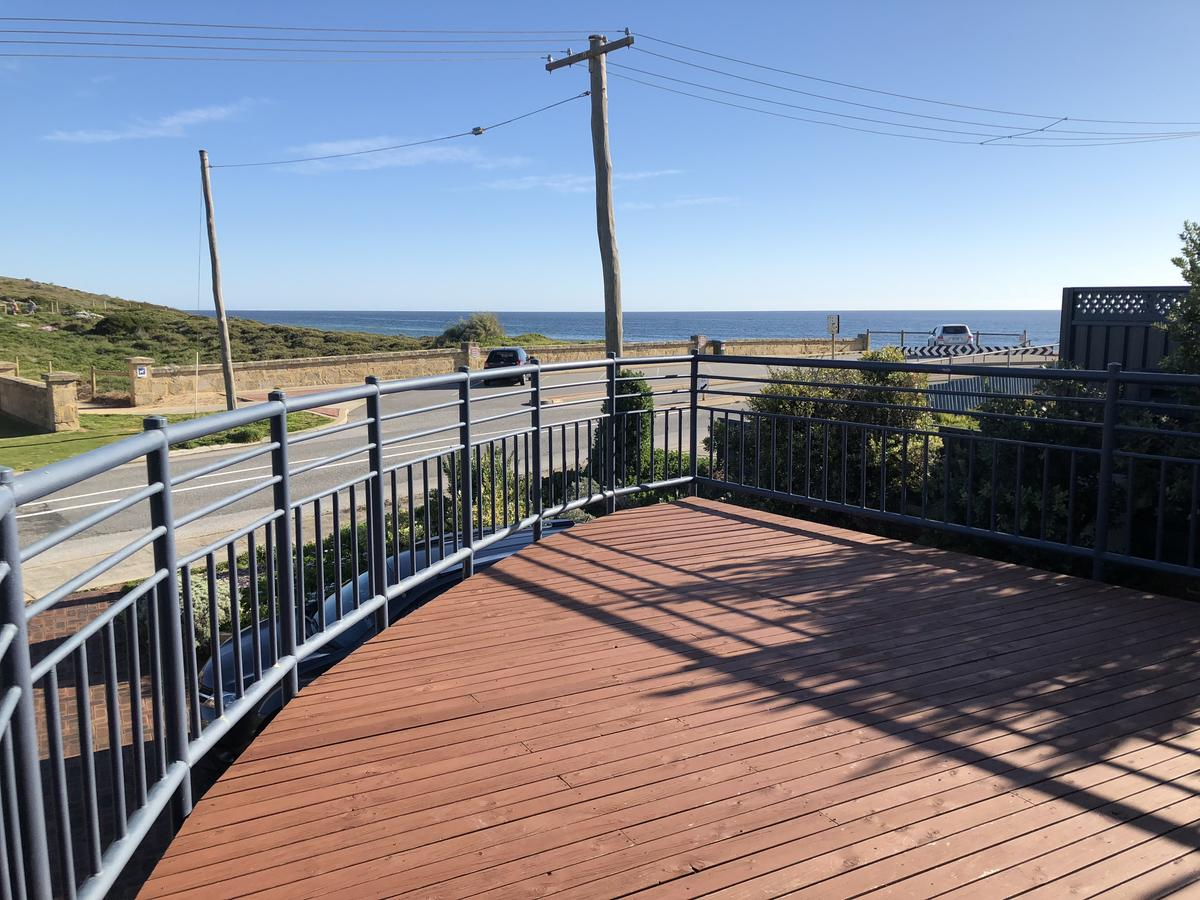 Halls Head Beach House - Redcliffe Tourism