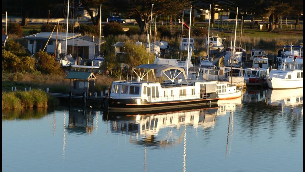 Swamp Fox luxury 2BR Dutch Barge - Redcliffe Tourism