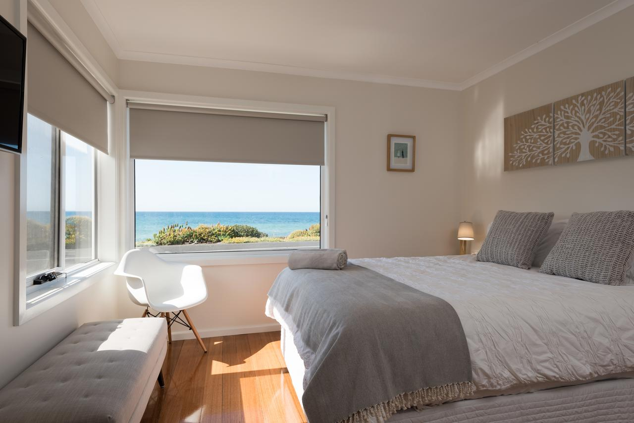 Penguin Beach House - Redcliffe Tourism