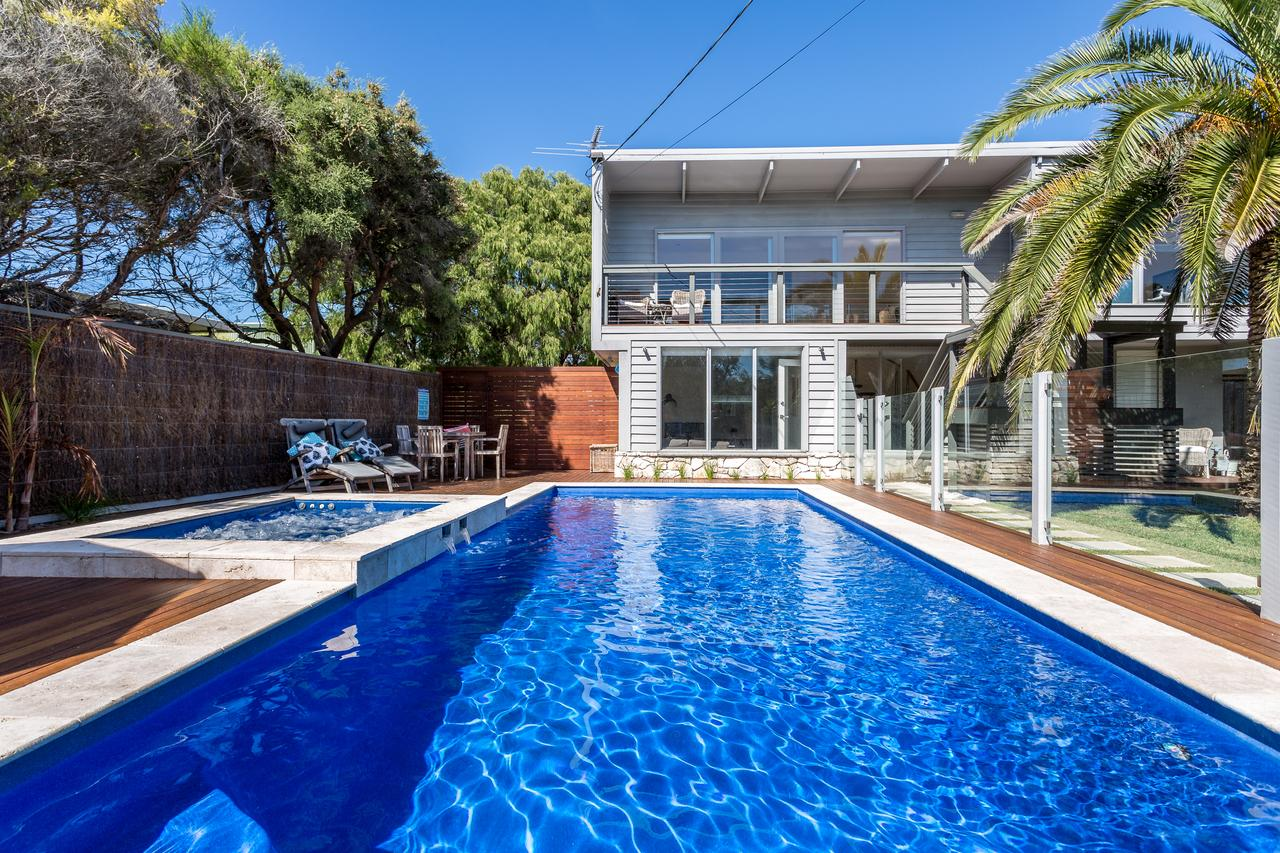 Front Beach House - Redcliffe Tourism