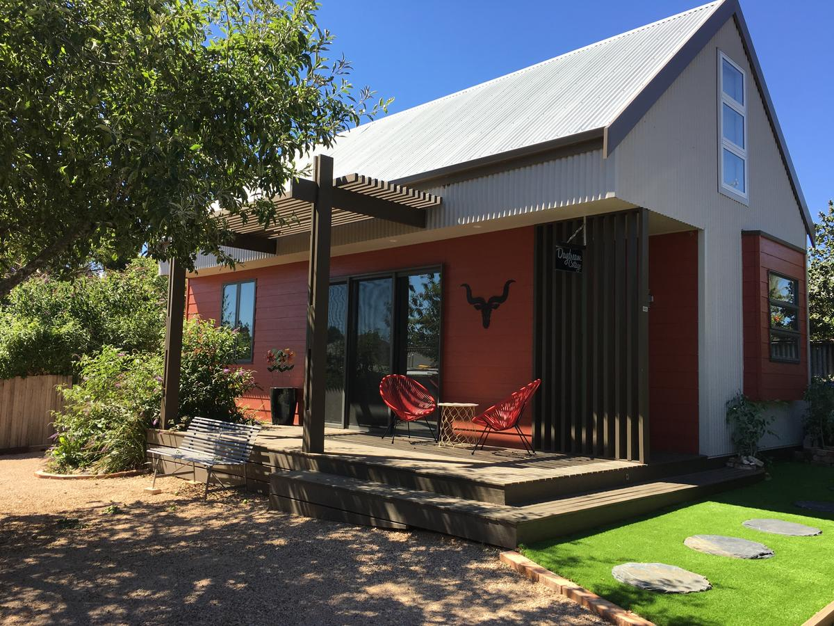 Daydream Cottage - Redcliffe Tourism