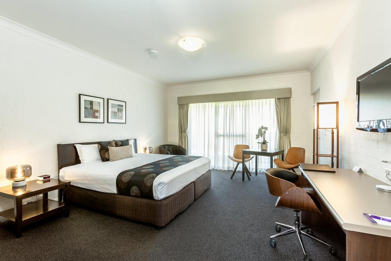 Blazing Stump Motel  Suites - Redcliffe Tourism