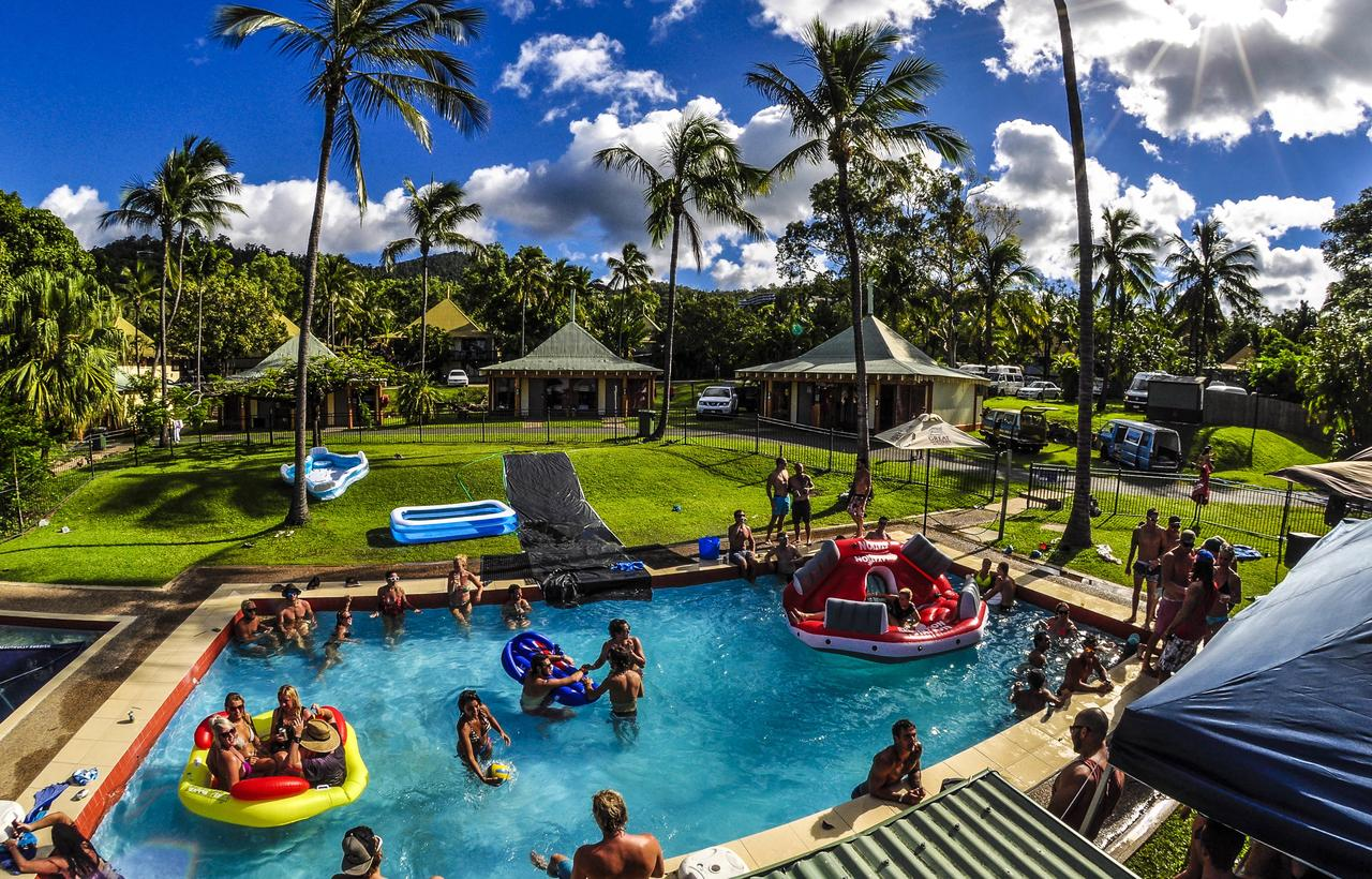 Nomads Airlie Beach - Redcliffe Tourism