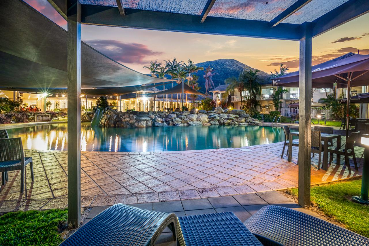 Hotel Grand Chancellor Palm Cove - Redcliffe Tourism