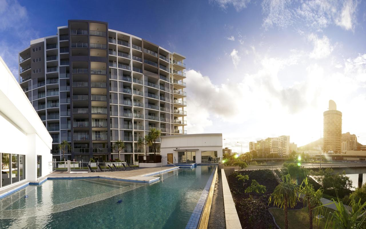 Oaks Gateway Suites - Redcliffe Tourism