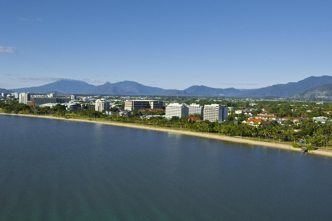 Holiday Inn Cairns Harbourside - Redcliffe Tourism