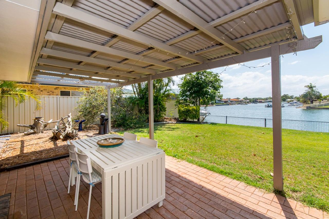 Lowset home on the canal - Dolphin Dr Bongaree - Redcliffe Tourism