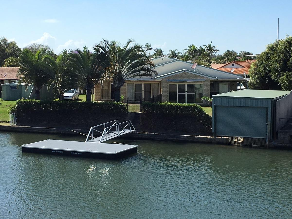 Private Canal Duplex with Pontoon - Oleander Drive Bongaree - Redcliffe Tourism