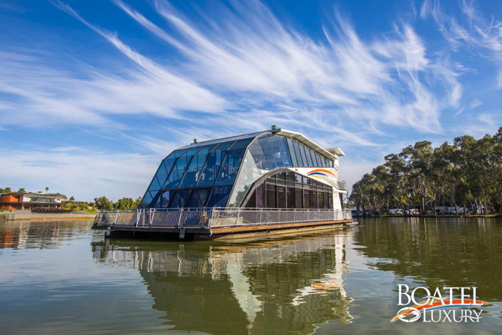 All Seasons Houseboats - Redcliffe Tourism