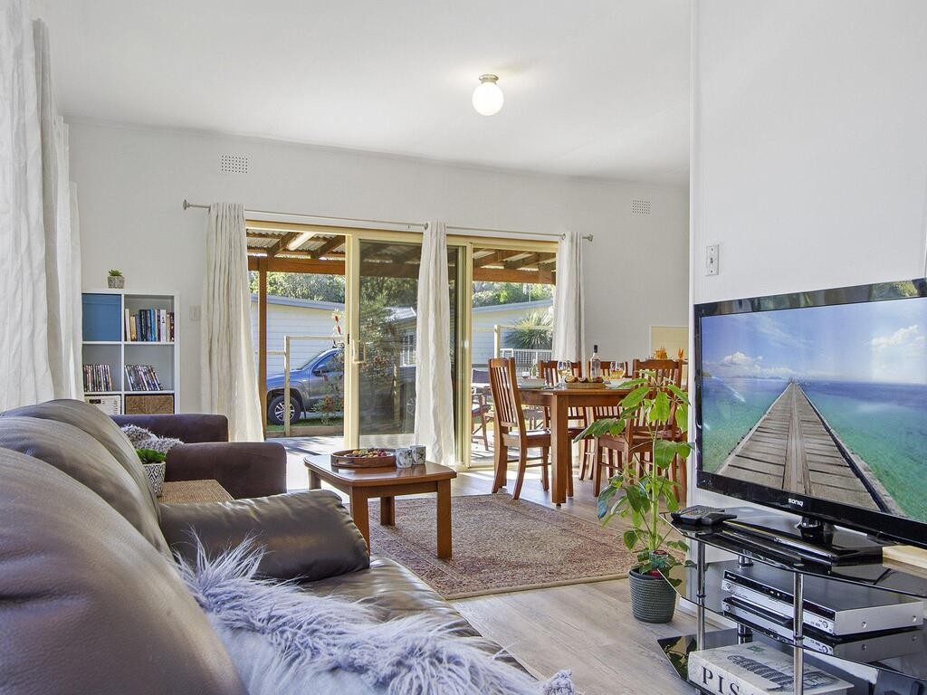 Beach Escape  Currarong - basic family accommodation - Redcliffe Tourism